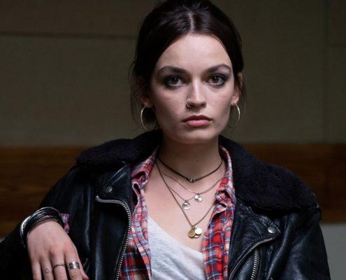 Όσα χρειάζεται να ξέρεις για την Emma Mackey του Sex Education