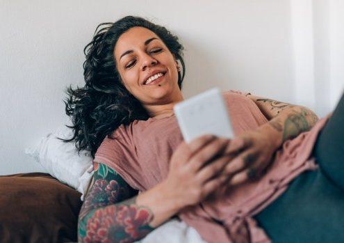 Οι 33 ερωτήσεις που μπορείς να κάνεις στον τύπο που γνώρισες μέσω dating app