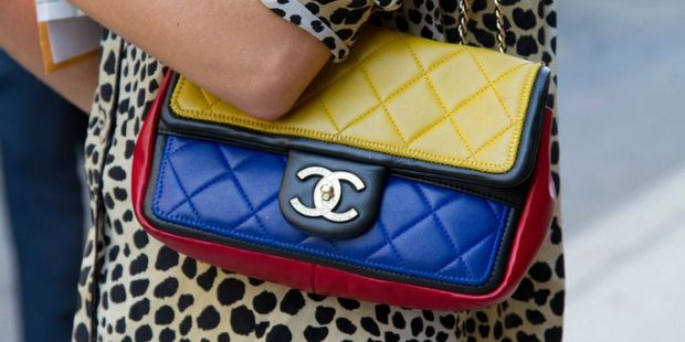 Αυτή είναι η πραγματική ιστορία πίσω από το εμβληματικό logo του οίκου Chanel