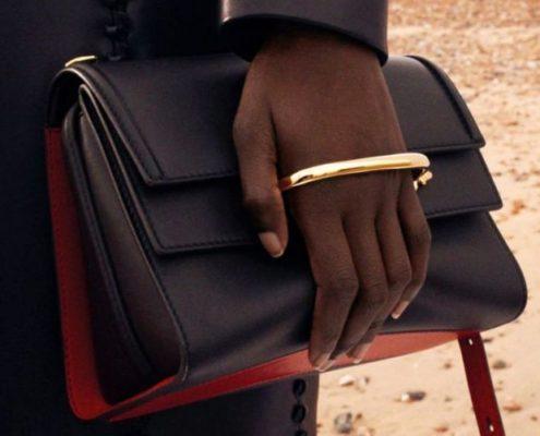 Αυτή είναι η τσάντα που κρατούν οι celebrities το τελευταίο διάστημα