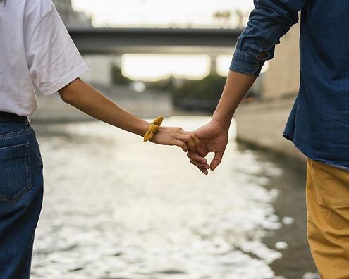 Γιατί μερικοί από εμάς δεν αλλάζουμε ποτέ το relationship status μας