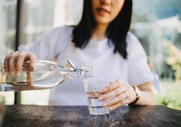 Γιατί νιώθεις αφυδατωμένη ακόμα και όταν πίνεις πολύ νερό;