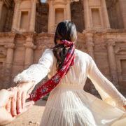 Γιατί οι travel influencers δεν δείχνουν το πρόσωπό τους στις ταξιδιωτικές φωτογραφίες;