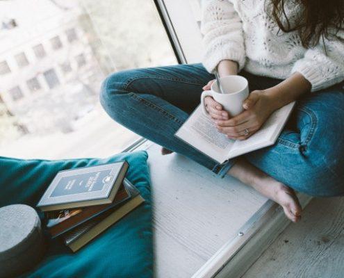 Γιατί πρέπει να μάθεις να απολαμβάνεις τον χρόνο που περνάς μόνη με τον εαυτό σου