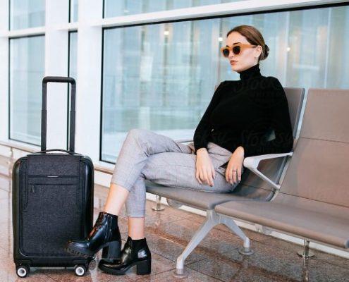 Γιατί πρέπει να φοράς γυαλιά ηλίου στο αεροδρόμιο ακόμα κι αν δεν είσαι celebrity
