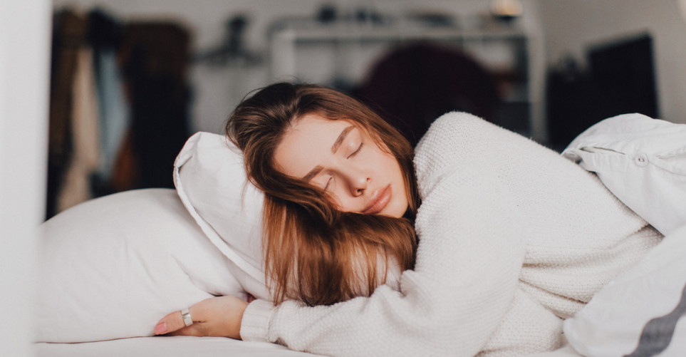 Για να ελέγξεις τον ύπνο σου πρέπει πρώτα να κατανοήσεις και να αντιληφθείς τις συνήθειές σου