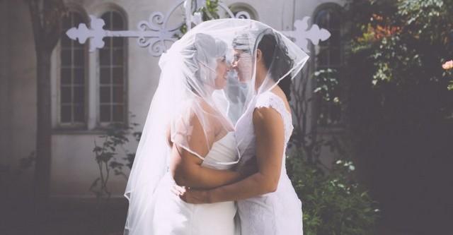 Για πρώτη φορά στην ιστορία Αγγλία και Ουαλία περιλαμβάνουν το όνομα μητρός στα πιστοποιητικά γάμου