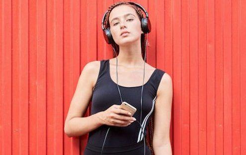 Εσύ με ποιο τραγούδι κολλημένο στο μυαλό ξύπνησες σήμερα;