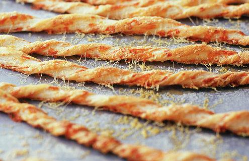 Εύκολη συνταγή για κριτσίνια με τυρί