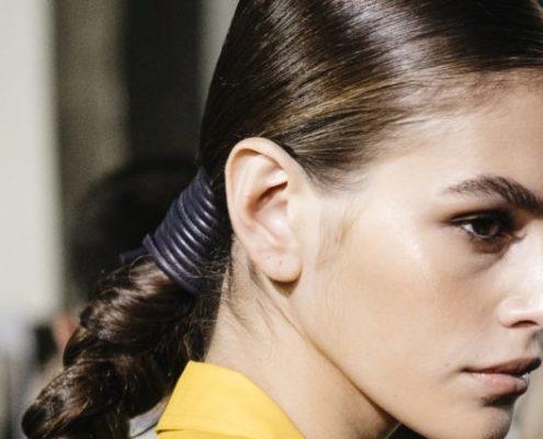 Εύκολοι τρόποι για να έχεις πάντα τα πιο λαμπερά μαλλιά