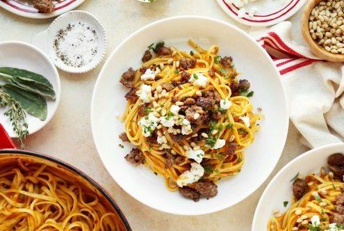 Ζυμαρικά με κολοκύθα, λουκάνικο και κατσικίσιο τυρί