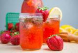 Η αγάπη κρύβεται στη λεμονάδα με bourbon, φράουλες και βασιλικό