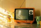 Η γενιά που αποφεύγει να δει τον εαυτό της στην τηλεόραση
