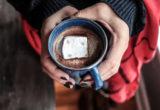 Η ζεστή σοκολάτα για ενήλικες έχει και λίγο bourbon