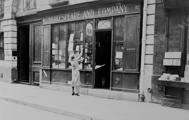 Η ιστορία πίσω από το θρυλικό βιβλιοπωλείο του Παρισιού, Shakespeare and Company