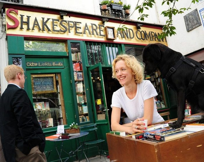 Η ιστορία πίσω από το θρυλικό βιβλιοπωλείο του Παρισιού, Shakespeare and Company2