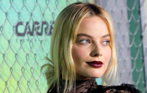 Η περίεργη συνήθεια της Margot Robbie στον ύπνο που εκνευρίζει τον σύζυγό της