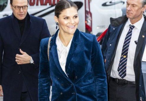 Η πριγκίπισσα Βικτόρια της Σουηδίας φόρεσε μπλε βελούδινο κοστούμι και μπορείς να το κάνεις και εσύ
