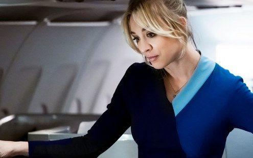 Η σειρά 'The Flight Attendant' είναι όσο dark και αστεία χρειάζεται