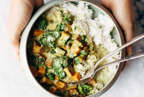 Η συνταγή για green curry με 5 υλικά