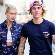Η Hailey Bieber αποδεικνύει πως η μονοχρωμία είναι in style