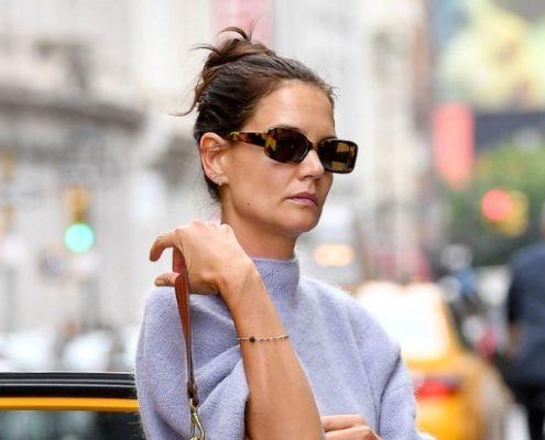 Η Katie Holmes τόλμησε το πιο αμφιλεγόμενο trend μόδας του 2020