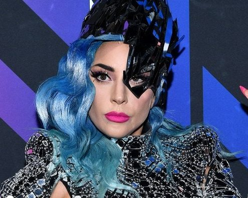 Η Lady Gaga ανακοίνωσε την έκδοση του βιβλίου 'Channel Kindness Stories of Kindness and Community'