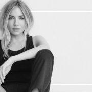 Η Sienna Miller νοσταλγεί τη μόδα των άφιλτρων 90s