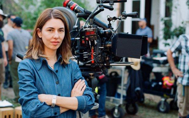 Η Sofia Coppola φέρνει την αγαπημένη της λογοτεχνική αντι-ηρωίδα στη μικρή οθόνη