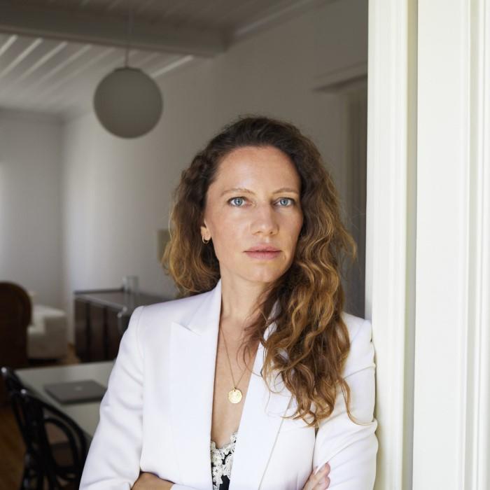 Η fashion και street style φωτογράφος Sandra Semburg μας μιλά για τη μόδα, το στυλ και την αγάπη της για την Ελλάδα