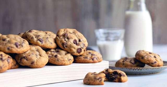 Η sos συνταγή που χρειάζεσαι για να φτιάξεις soft μπισκότα με κομμάτια σοκολάτας