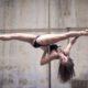 Κορίτσια που ερωτεύτηκαν το pole dancing μας λύνουν όλες τις απορίες για αυτό το άθλημα