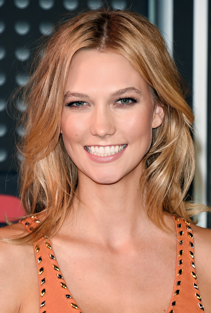 LOS ANGELES, CA - AUGUST 30: Model Karlie Kloss attends the 2015 MTV Video Music Awards at Microsoft Theater on August 30, 2015 in Los Angeles, California. (Photo by Jason Merritt/Getty Images)