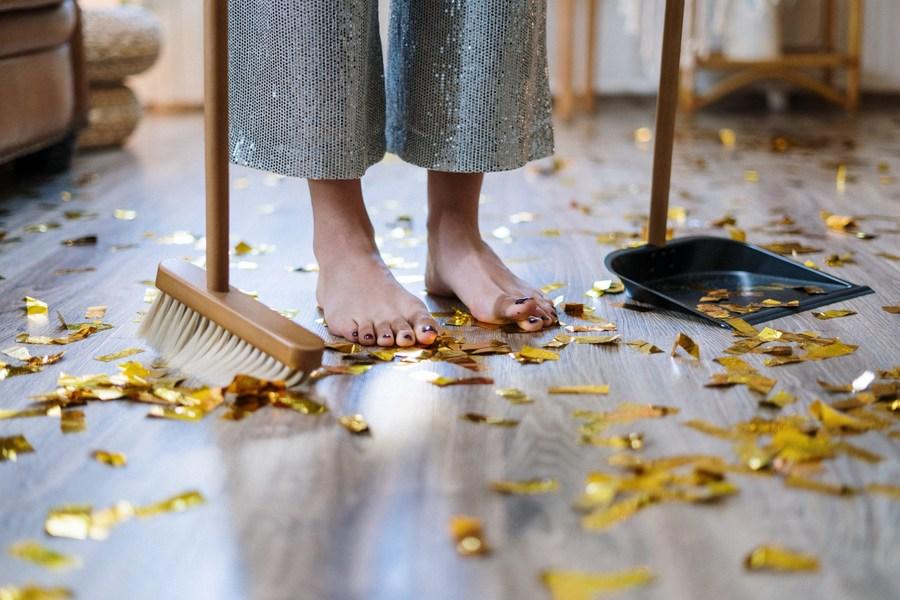 Μερικά σημάδια που θα σε βοηθήσουν να καταλάβεις αν καθαρίζεις υπερβολικά το σπίτι σου