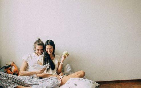 Μπορούμε να σταματήσουμε να βαφτίζουμε τον έρωτα μπελά;