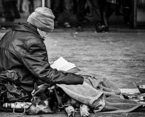 Οι Αρραγείς Λέξεις είναι η ομάδα που προσφέρει βιβλία σε ανθρώπους χρειάζονται συντροφιά