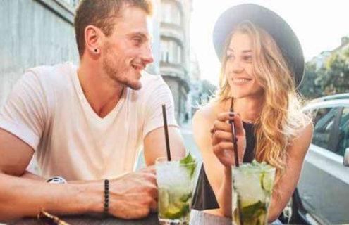 Οι καλύτερες ατάκες για να ανοίξεις συζήτηση μέσω dating apps 2