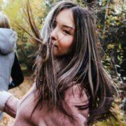 Οι 11 συνήθειες που κάνουν κάποιους ανθρώπους ακαταμάχητα γοητευτικούς