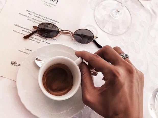 Ο καφές μπορεί να αυξάνει την προσοχή σου, αλλά δε σε κάνει πιο δημιουργική