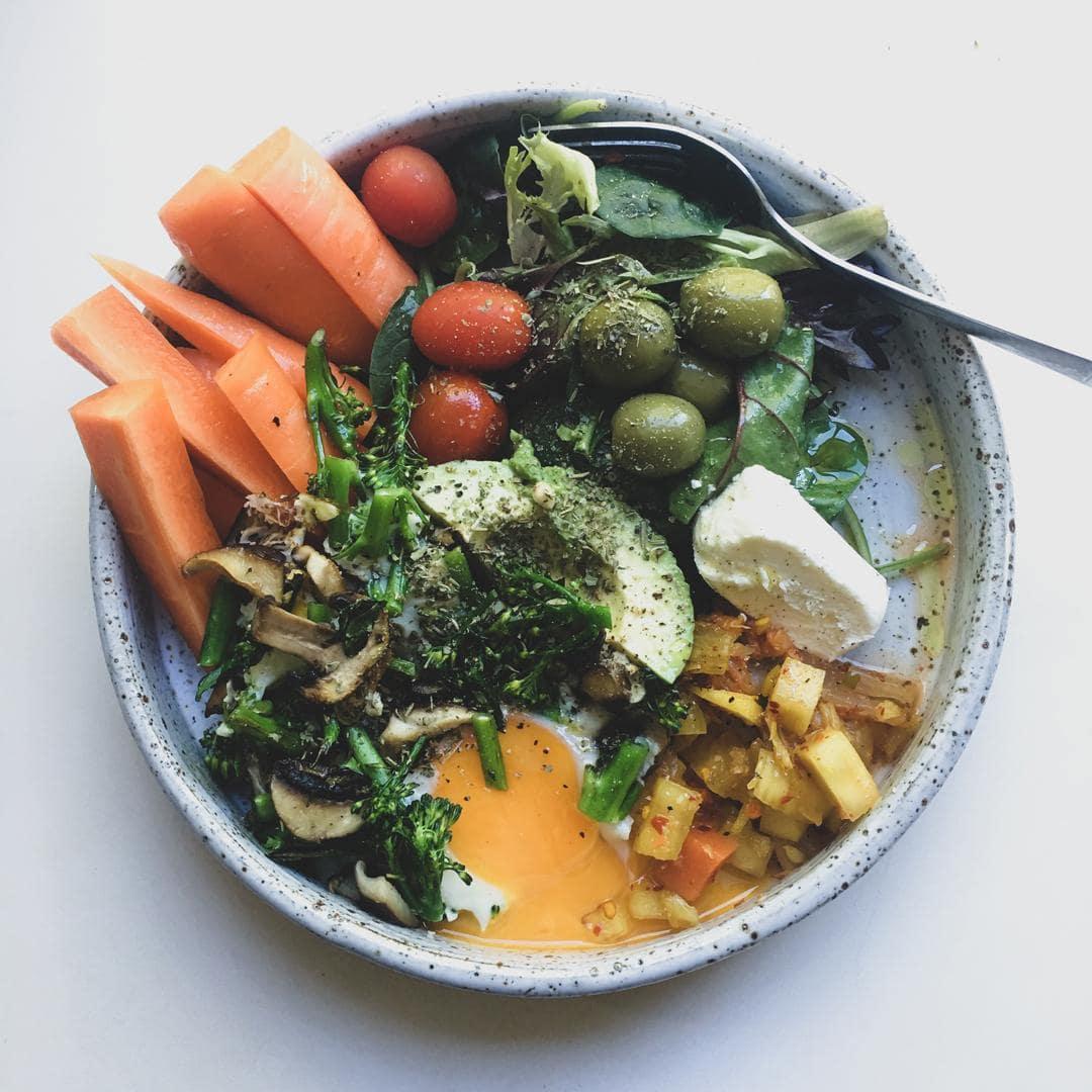 Πως να κάνεις την πιο απλή ανοιξιάτικη σαλάτα