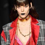 Πως να φορέσεις μαύρο lipstick, τη πιο σκοτεινή τάση της σεζόν