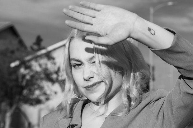 Πώς η Phoebe Bridgers επηρεάστηκε από τη Fleabag στη δημιουργία του νέου της δίσκου