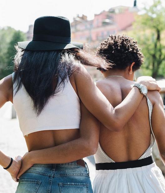 Πώς μπορούν οι φίλοι σου να βοηθήσουν στο να βελτιώσεις τα οικονομικά σου