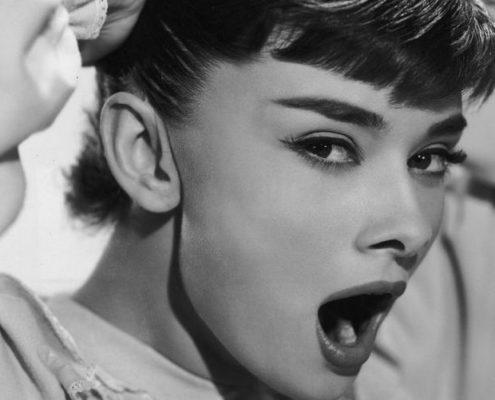 Πώς να αποφύγεις το overthinking τη νύχτα σύμφωνα με μια mindfulness expert