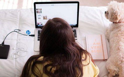 Πώς να καθαρίσεις την οθόνη του laptop σου σε περίπου 10 δευτερόλεπτα