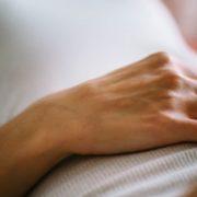 Πώς να καταλάβεις αν ο πόνος στην κοιλιά είναι φυσικός ή ψυχολογικός