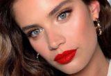 Πώς να μετατρέψεις το πρωινό σου makeup σε βραδινό μέσα σε 10′ το πολύ