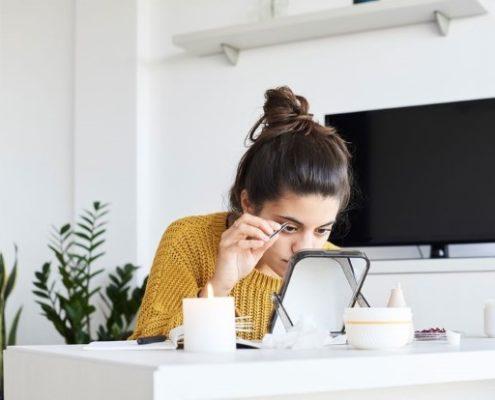 Πώς να περιποιηθείς μόνη τα φρύδια σου στο σπίτι