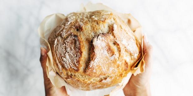 Πώς να φτιάξεις ψωμί χωρίς να το ζυμώσεις