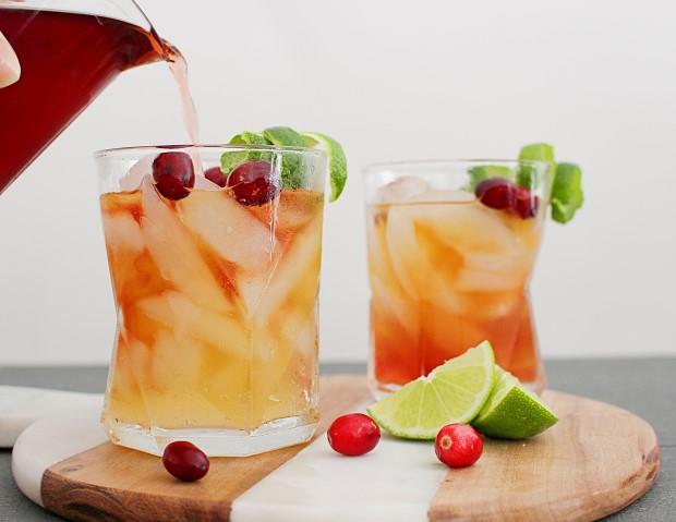 Πώς να φτιάξεις ginger cranberry whiskey cocktail